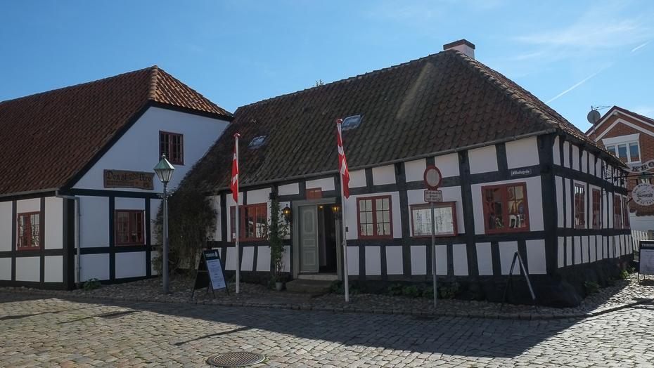 Danmarks hyggeligste købstad: Kom med på gåtur i historiske Ebeltoft