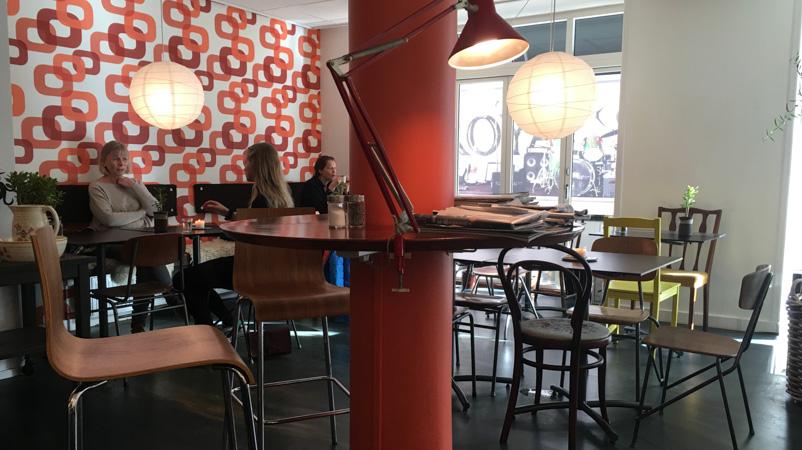 Retroindretning på Café Stuen th