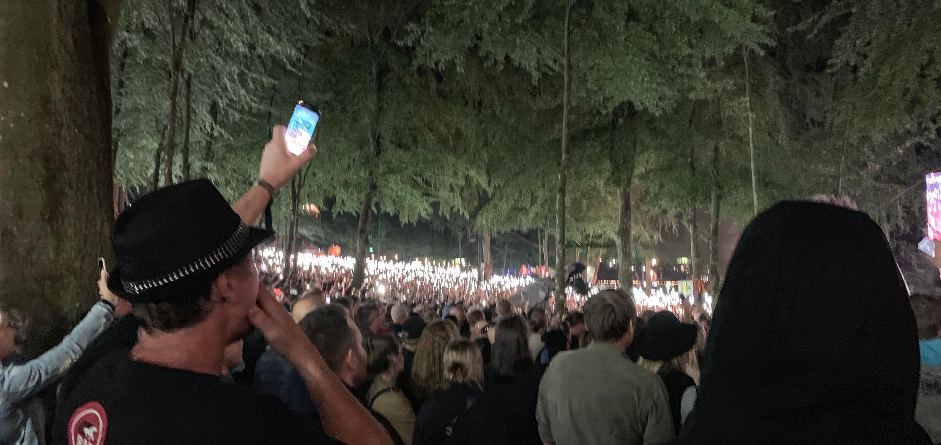 Når banaliteterne sejrer: Robbie Williams leverede eksplosiv skovfest