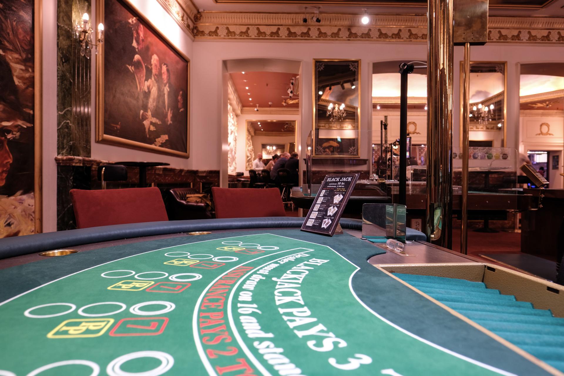 10 kroner på sort 8: Royal Casino er en sjælden tidslomme - og lever i bedste velgående