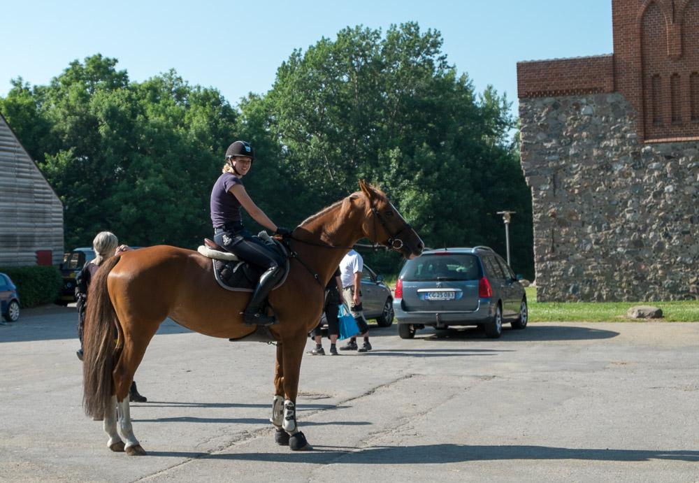 Rytter til hest på Det Gamle Mejeri