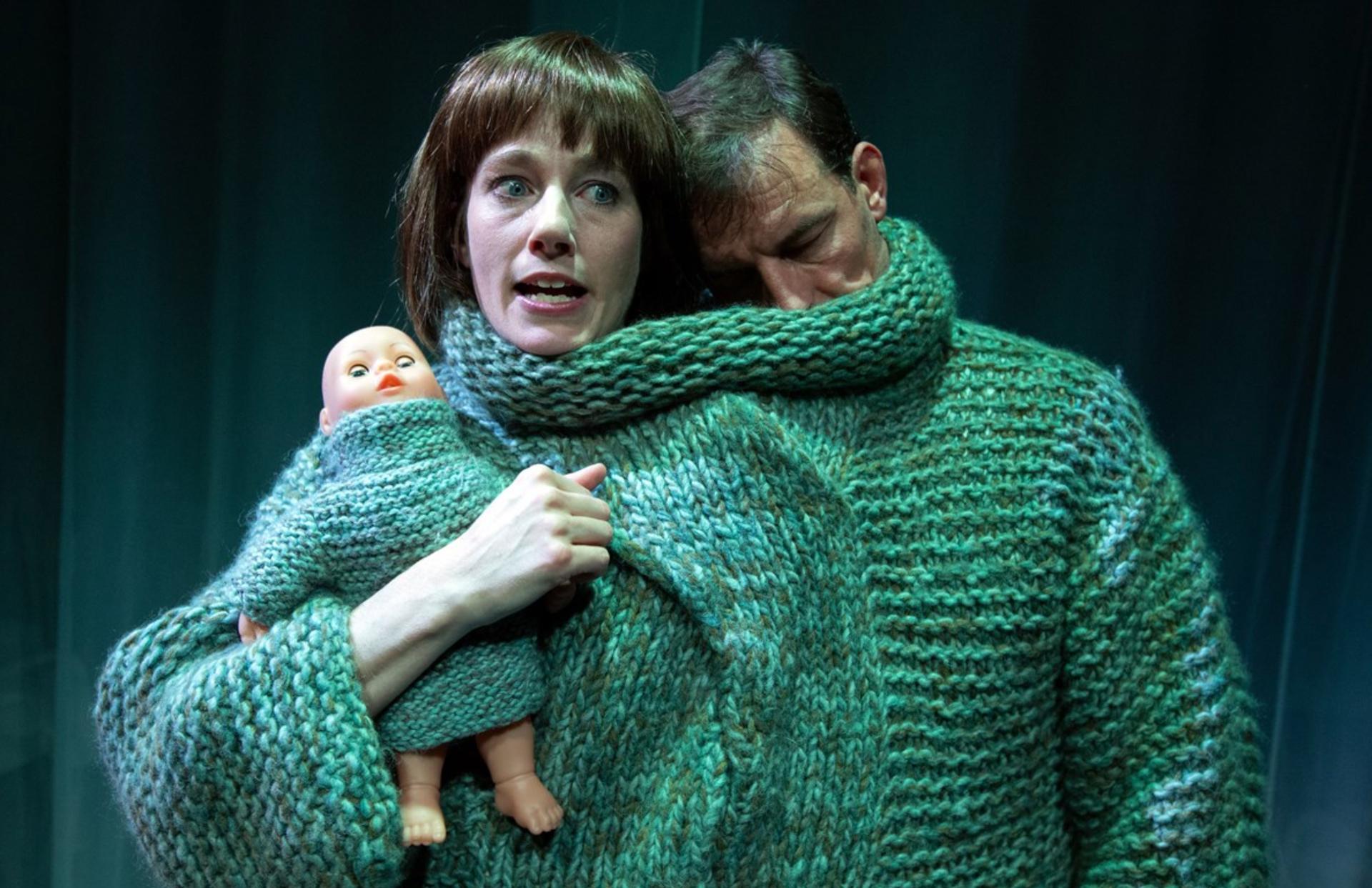 Så længe mit hjerte slår: Giro 413-sange får nyt liv i humoristisk forestilling på Scala i Aarhus