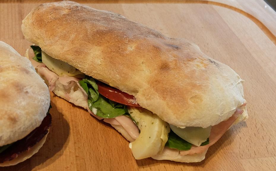 Sådan skal en sandwich smage - Delizioso Is i Åbyhøj