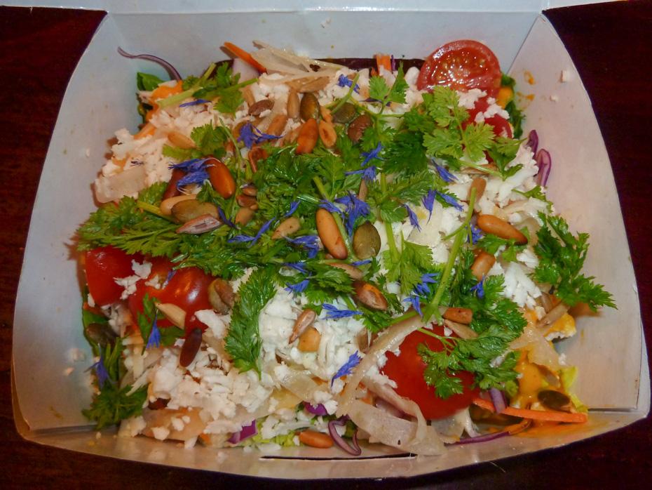 Salat med kylling på Ren & Stærk-Mejlgade 51D-8000 Aarhus C-Telefon- +45 22 16 06 40 og 28 12 19 Grønsagsretten på Ren&Stærk