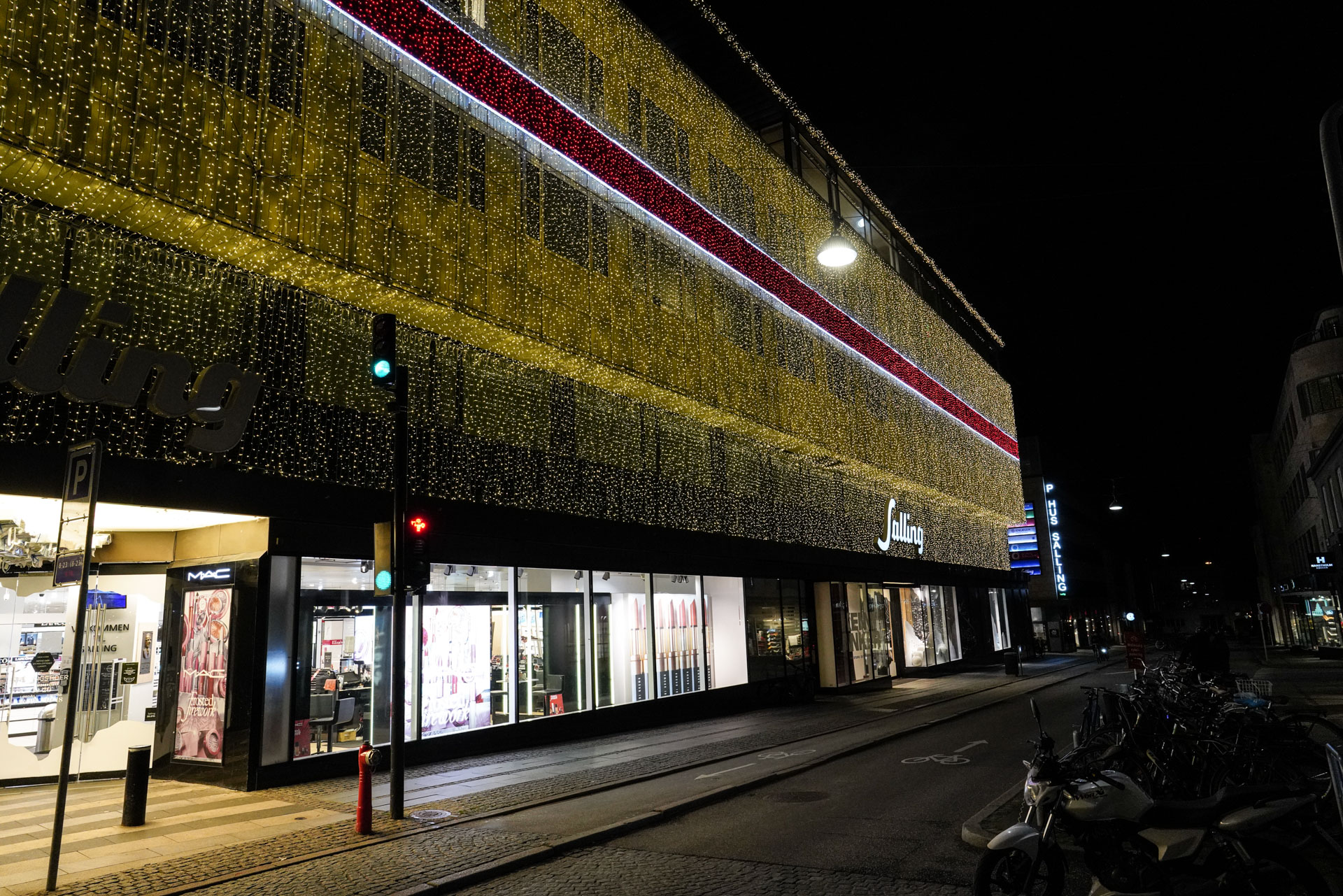 I al hemmelighed: Sallings gigantiske julelys er tændt