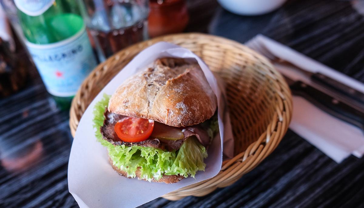 Sandwich med kalvefilet hos Fratelli på Trøjborg - Aarhus Update