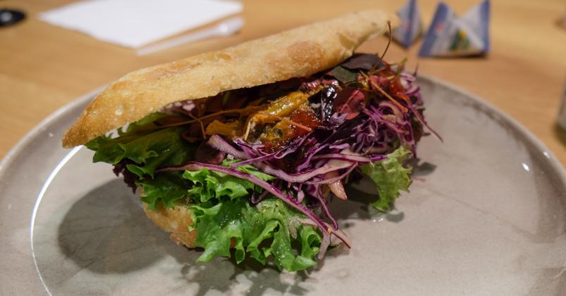 Sandwich med varmrøget laks på Dokk1