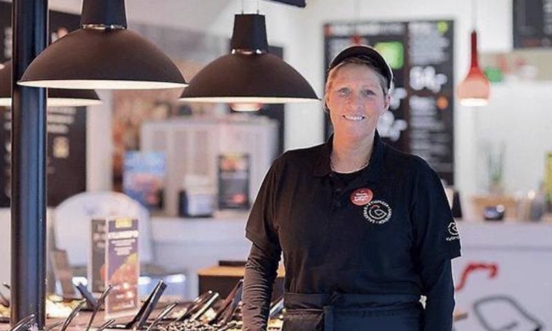 Jeanet Pedersen står bag Kylling og Co. butikken i Højbjerg. Foto Kylling og Co.