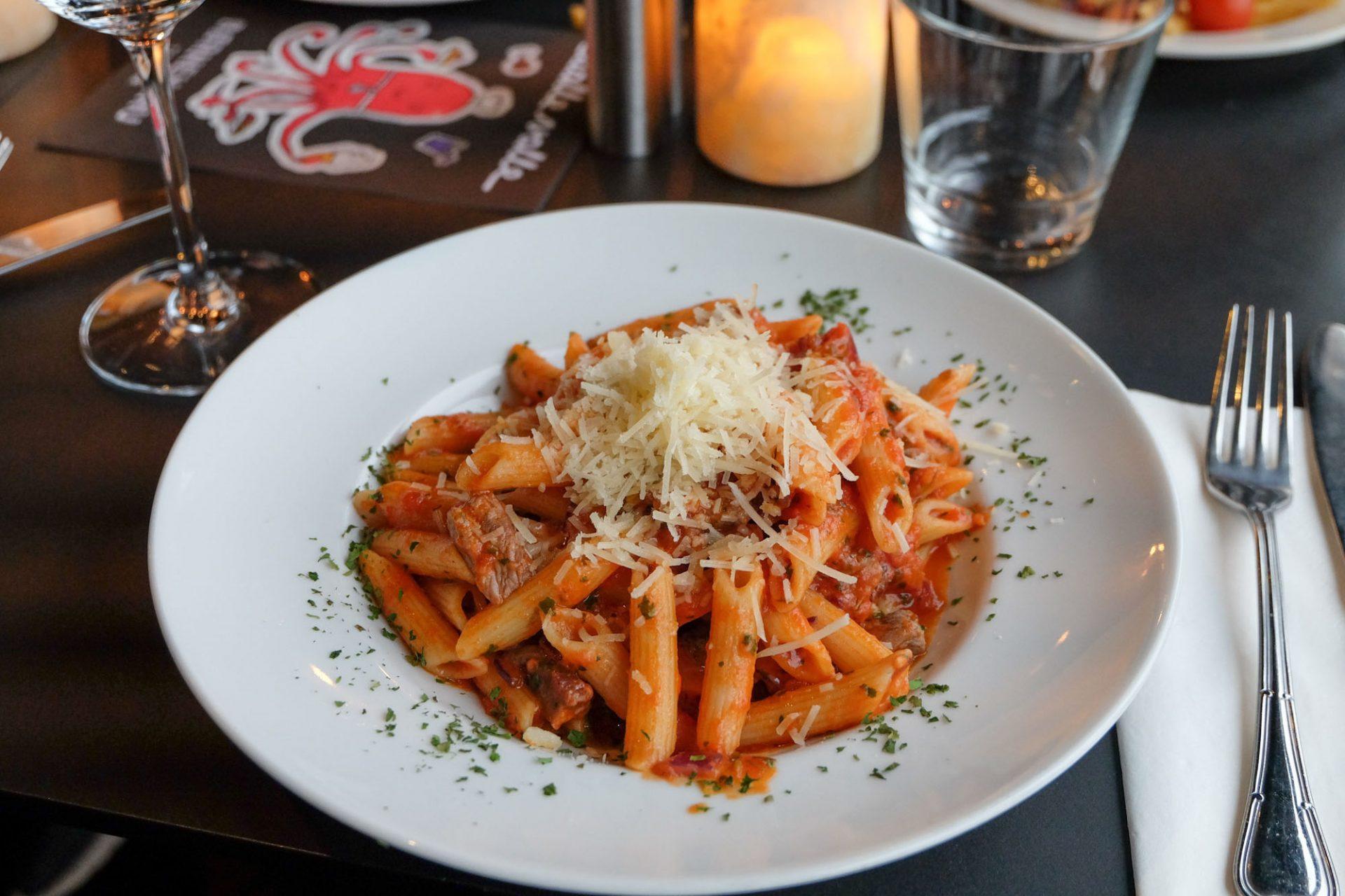 Madanmeldelse: Lavprismiddag på familierestauranten Dalle Valle