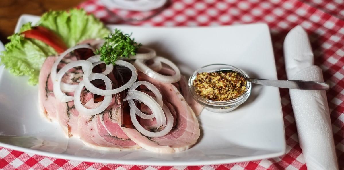Smørrebrød med rullepølse på Restaurant Europa i Aarhus