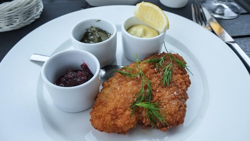 Smørstegt rødspættefilet med hjemmelavet remoulade på Brasserie Vankoch