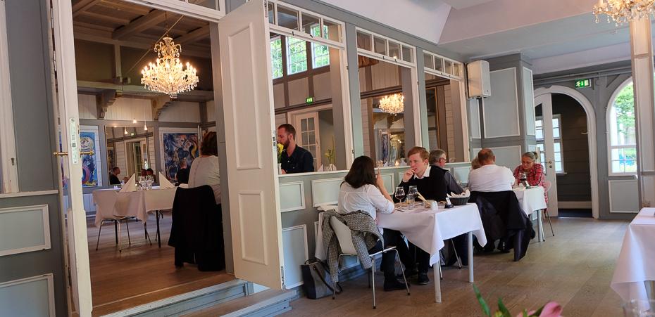 Smukke lysekroner på Restaurant Terrassen i Friheden