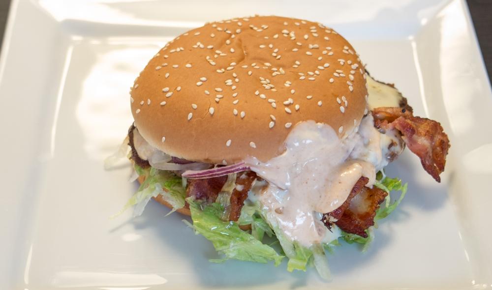 Superburger på 200 gram fra Havnens Perle i Århus