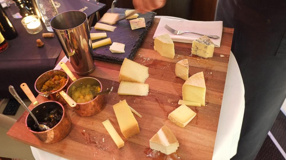 Syv oste på på La Pyramide-2