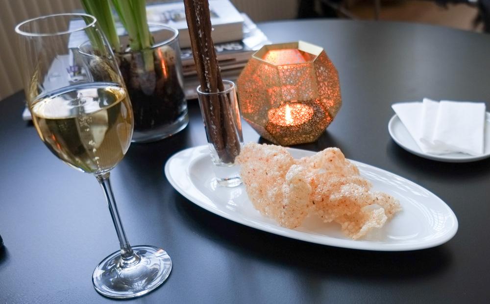 Tapioka chips med chili og grissini stænger på Restaurant Varna
