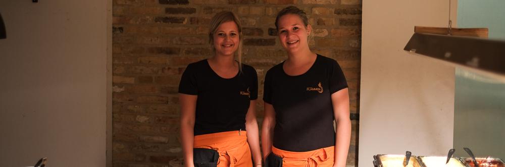 To kvindelige tjenere på Restaurant Flammen i Aarhus