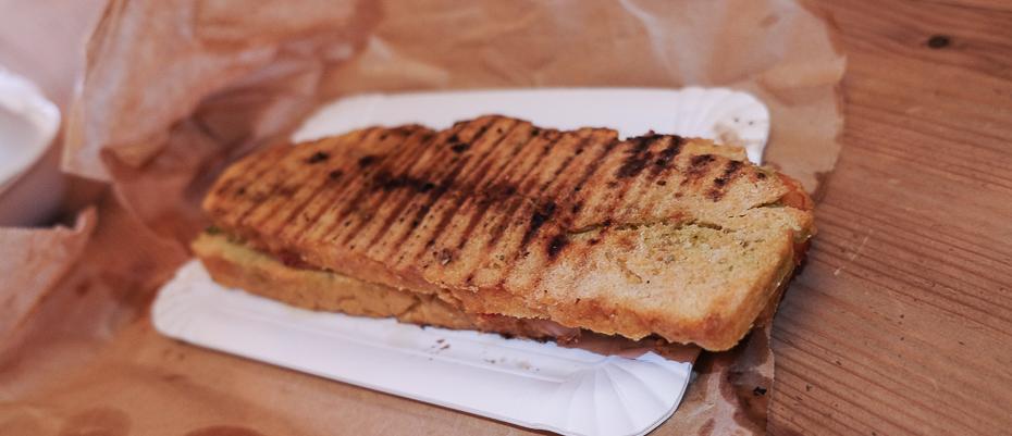 -To stykker brød med skinke på Kost - Café & Takeout-Kost - Café & Takeout-Kost - Café & Takeout