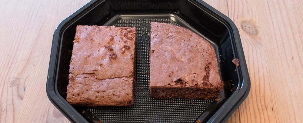 To stykker brownies fra Café Albert