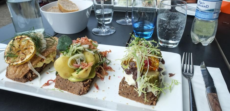 Tre stykker smørrebrød på Restaurant Unico_