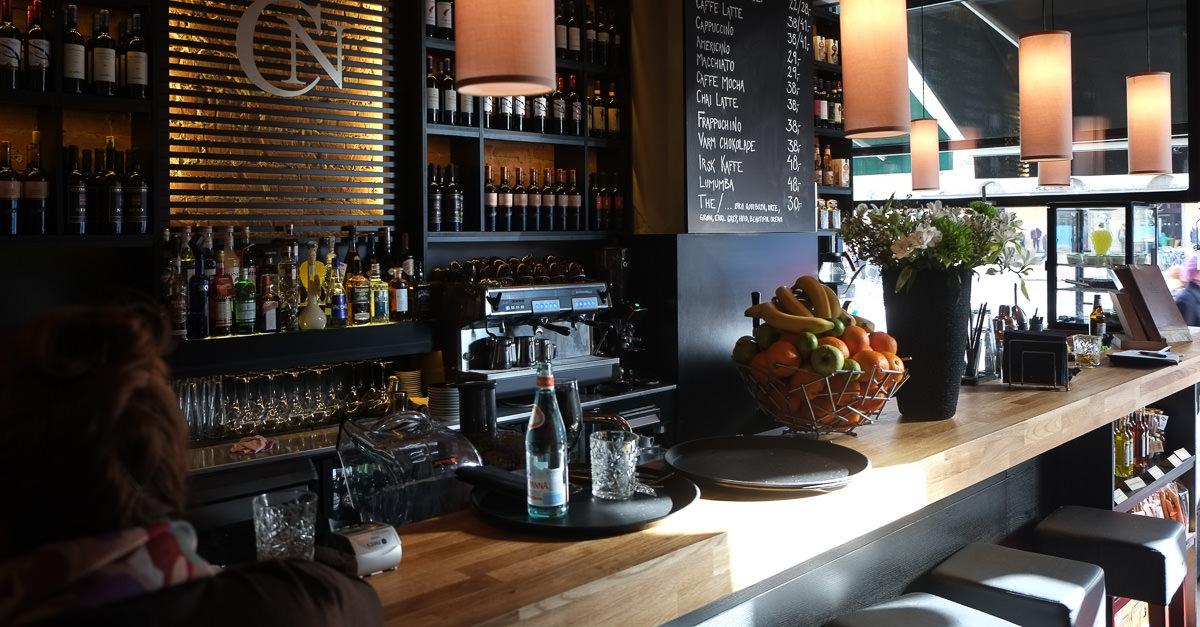 Udsigt til banegården fra Café Nero i Aarhus