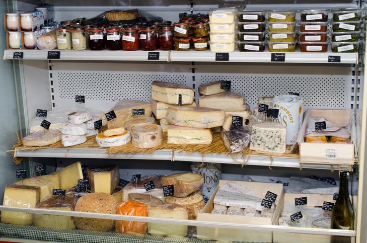 Udvalg af oste hos DELI'EN