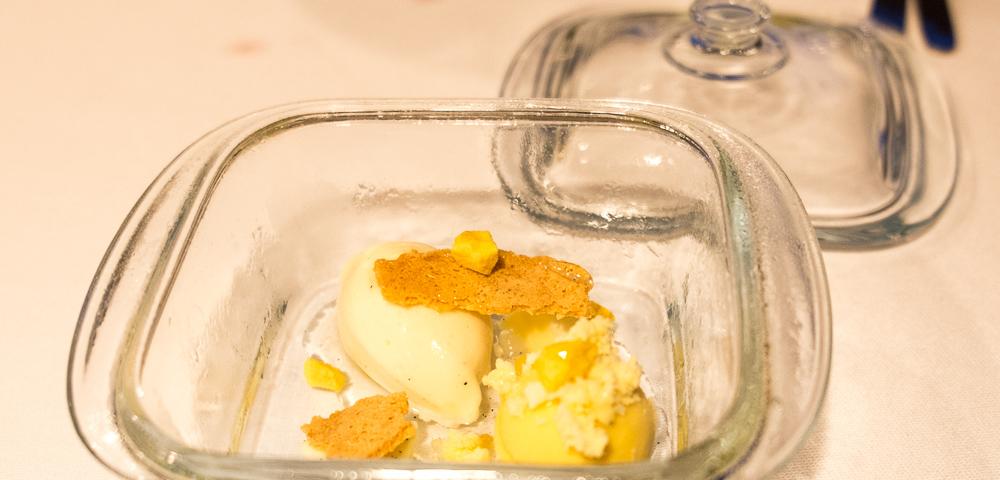 Vanilje og passionsfrugt i forskellige teksturer på Frederikshøj