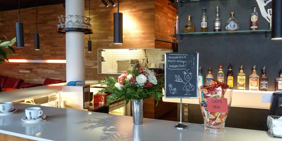 Vent her - Café Stiften_
