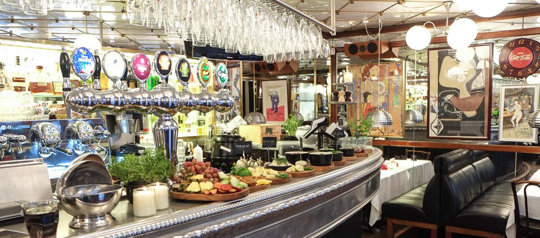 Vi er nogle af de første til morgenmad på Casablanca i Aarhus