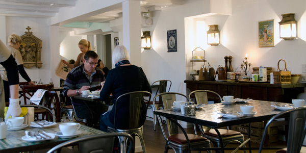 Villa Provence: Fransk hotelperle i Aarhus overdragestil kompetent Aalborgfamilie
