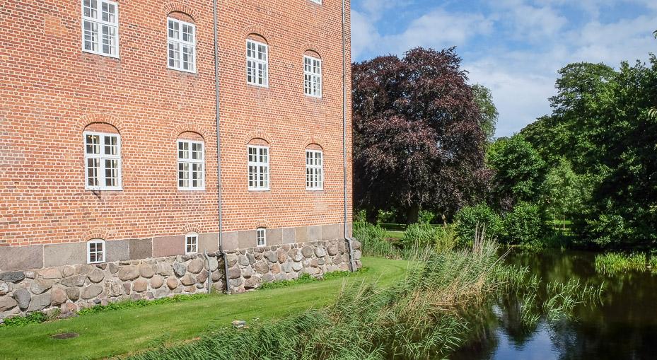 Voldgraven på Sostrup Slot