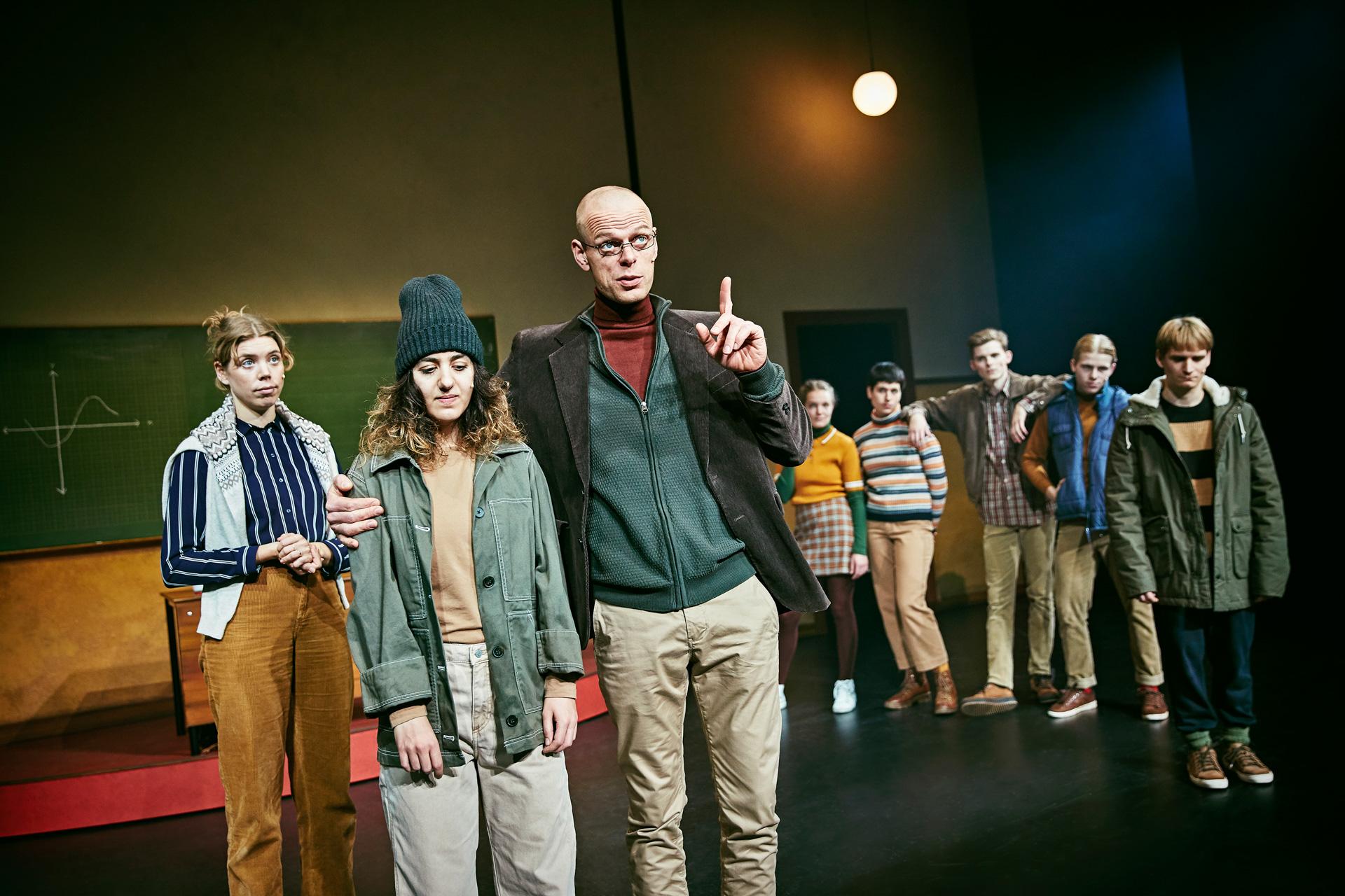 """Familieforestilling Aarhus Teater: Isheksen raser, magien ruller og nisserne tryller i """"Pagten"""""""