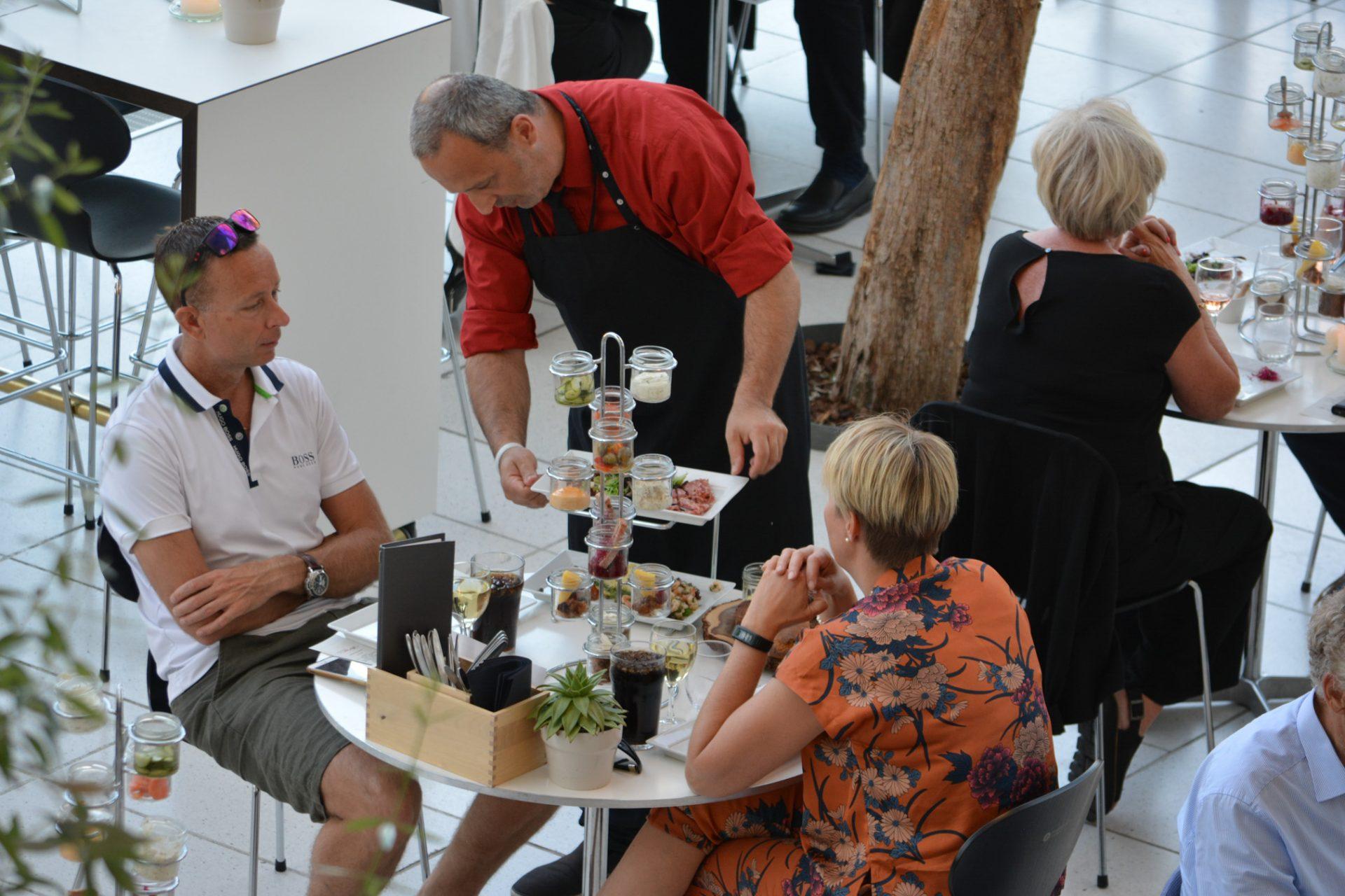 Café johan r: Musikhusets café fylder rundt