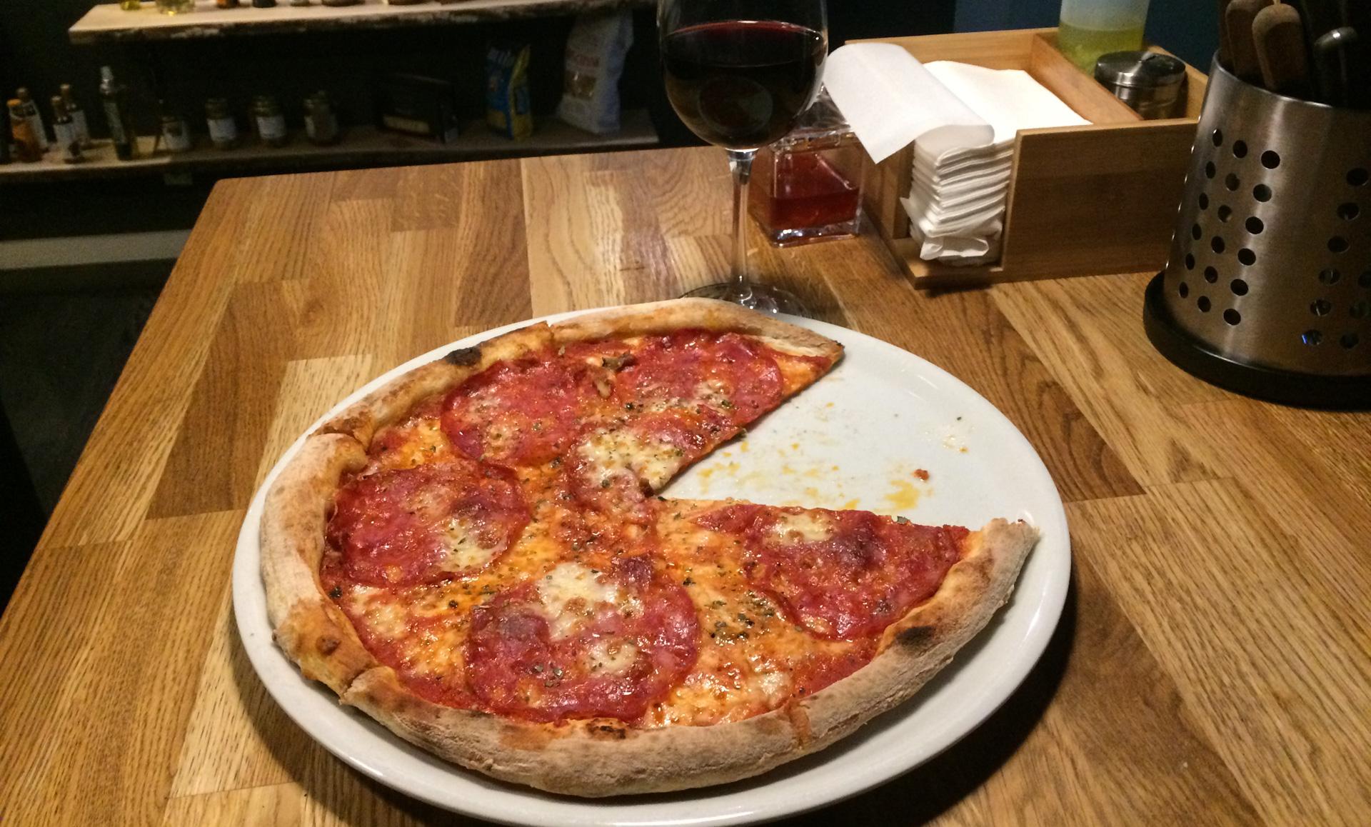 Sprødt og smagfuldt: Her får du ægte siciliansk pizza
