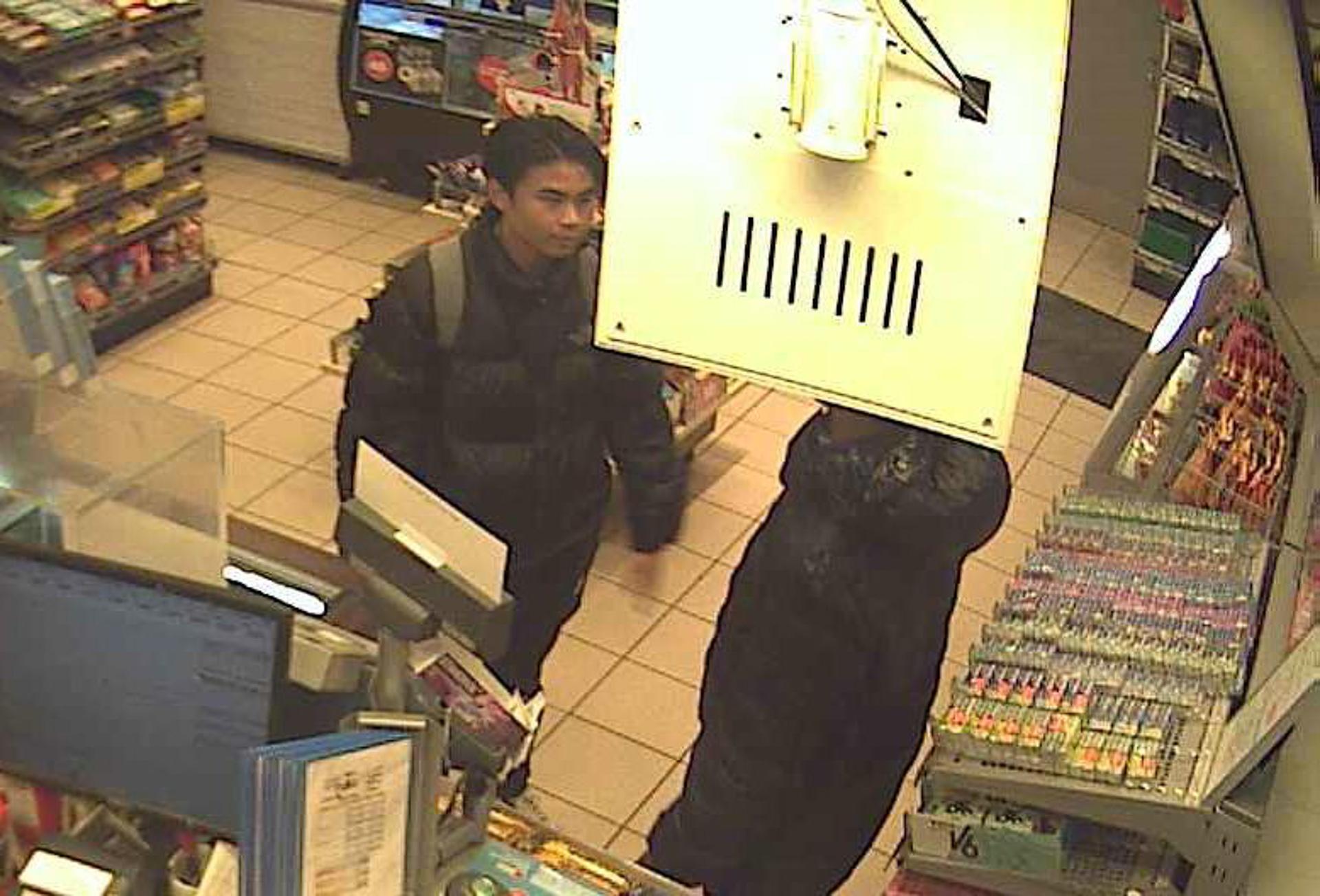 Politiet beder om hjælp: Hvem er manden på disse billeder?