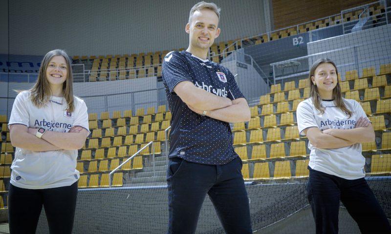 Der skal blandt andet danses med Mads Vad, når AGF inviterer til virtuelle vinterferieaktiviteter i Aarhus. PR-foto.