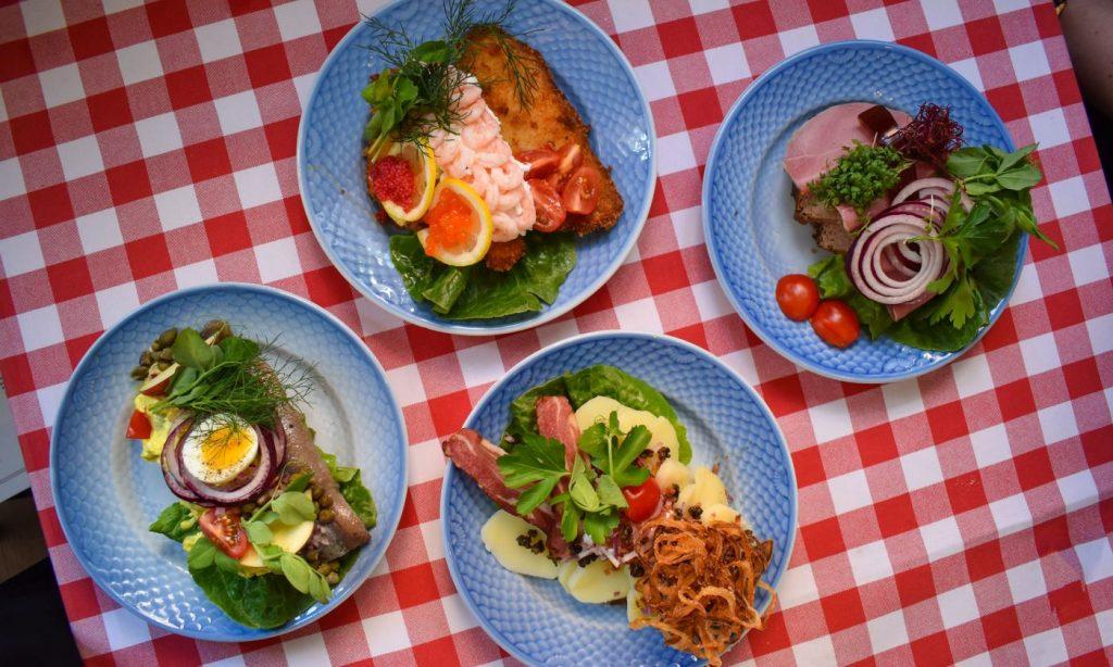 Guide til takeaway i vinterferien: Her får du lækker mad til hele familien