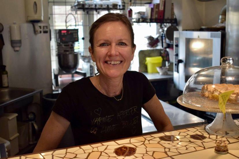 Surdejsbrød, cheesecakes og legendariske snitter: Hyggeligt caféunivers i Aarhus