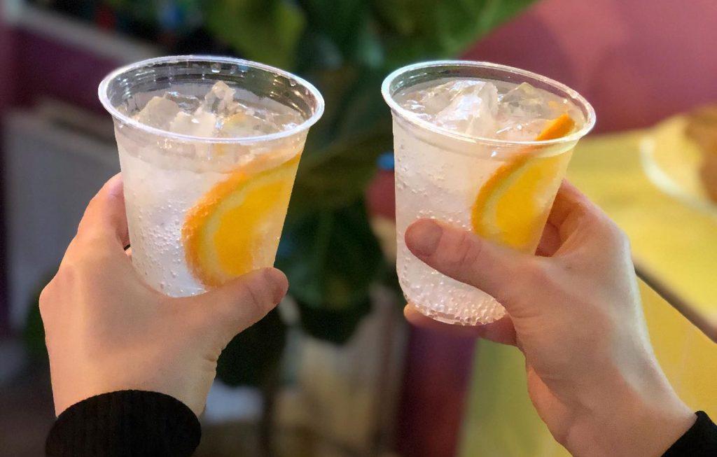 Weekenden er reddet: Her får du lækre cocktails og drinks to go i Aarhus