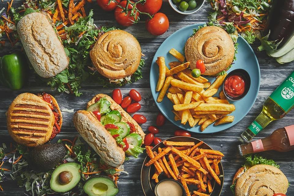 Burgere, bowls og bygotto: Her får du lækker vegetarisk takeaway i Aarhus
