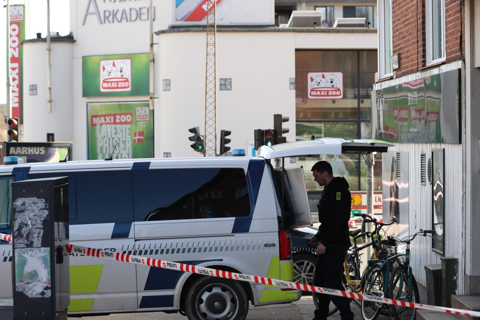Efter meldinger om skud: Stort kryds i Aarhus spærret af