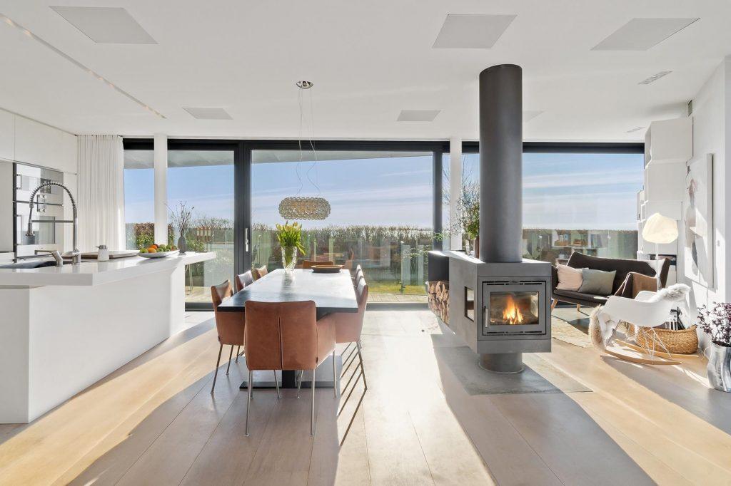 Strandvilla til salg for 26,5 millioner: Arkitekten står bag Dokk1 og Aros