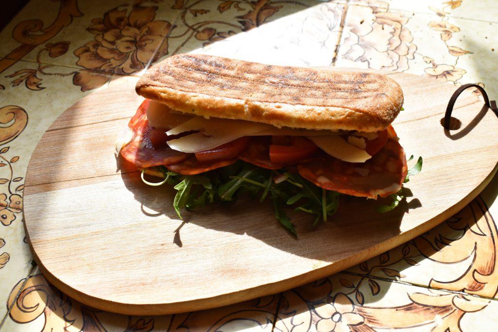 Kolde fadøl, lune panini og frisk fisk & skaldyr: Få en god prisvenlig frokost