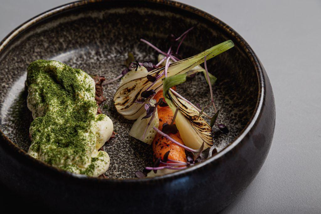 Ny restaurant på Aarhus Ø: Uformel gastronomi med udsigt over bugten