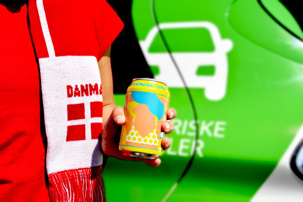 Tag en elbil til landskampen: Få gratis alkoholfri øl i GreenMobilitys biler
