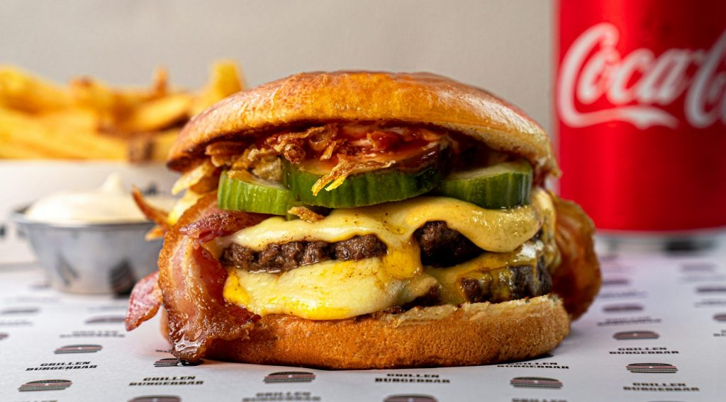 Perfekt EM-menu: Prøv Grillens bæst af en cheeseburger