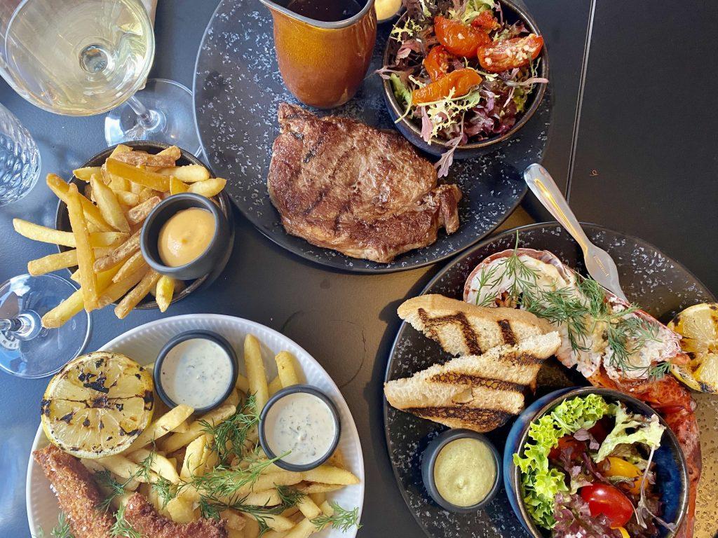 Gode bøffer og frisk seafood: The Open Kitchen er åbnet