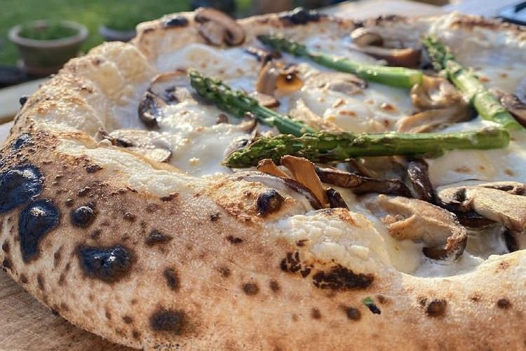 Sprøde surdejspizzaer: Nyt pop-up pizzeria på Ingerslevs Plads